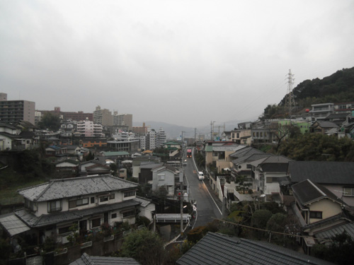 朝からは雨。