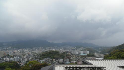 今日も変わらず雨ですが。