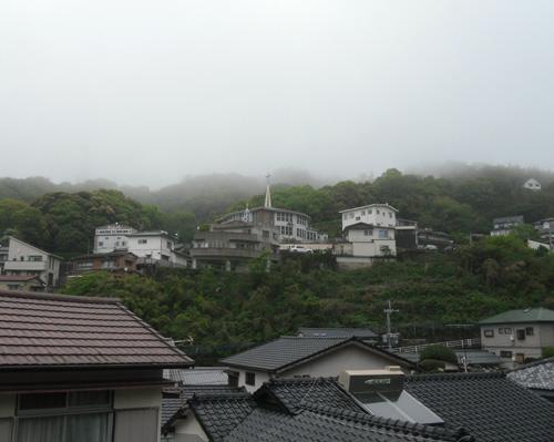 どんより、霧雨です。