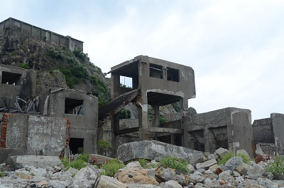 崩れた建物