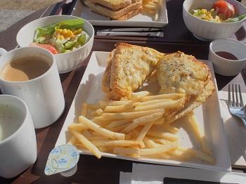 SAFFRON'S CAFEで朝食を3