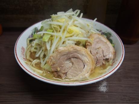 150301_横浜関内_小ラーメン_麺半分