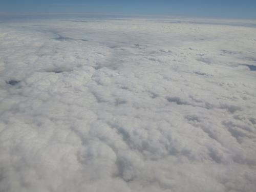 宮古島は雲の下