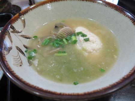 ゆし豆腐とアラスジケマンガイの味噌汁
