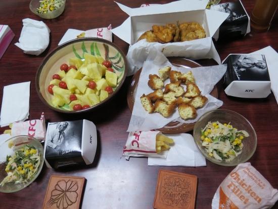 サーターアンダギー、パインとピタンガ、ブラジルほうれんそうのサラダ