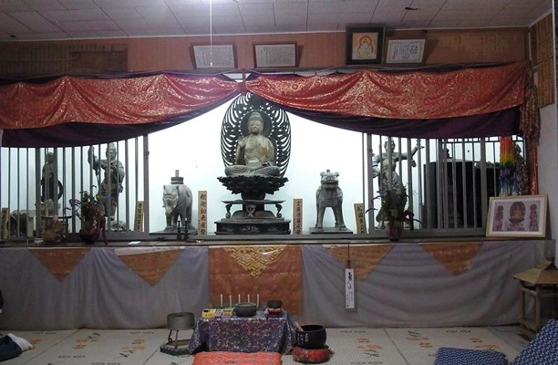 堂内に安置されている平等寺諸仏