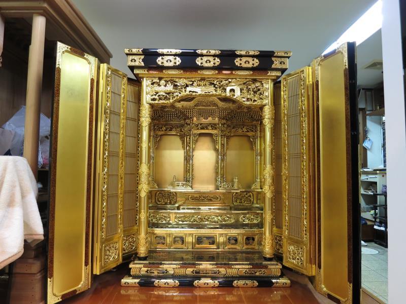 W800Q75_200代純福井仏壇、手塗り漆作品。今、福井仏壇を手塗り・総漆、手打ち金具、等で格安でできるのは当店のみ。570万円を370万で販売。仏具別。