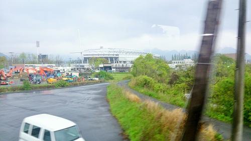 列車からスタジアムがまじかに