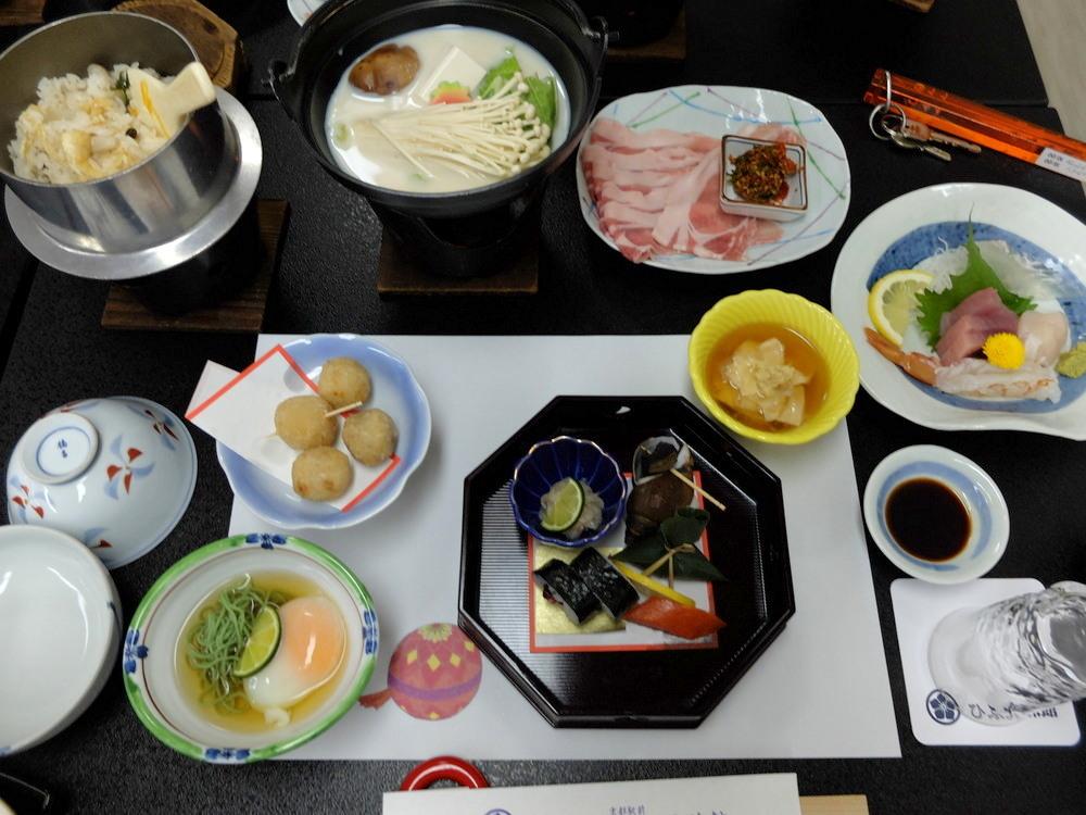 ひふみ旅館 夕食01