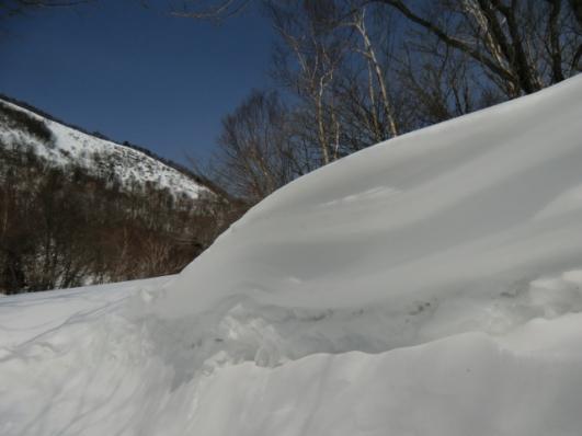 登山口の吹き溜まり