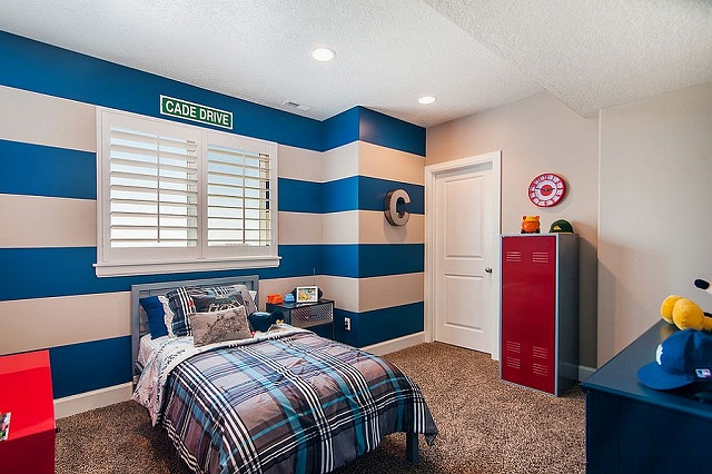 Add-energizing-color-to-the-kids-bedroom-with-cool-stripes_2015031908231846b.jpg