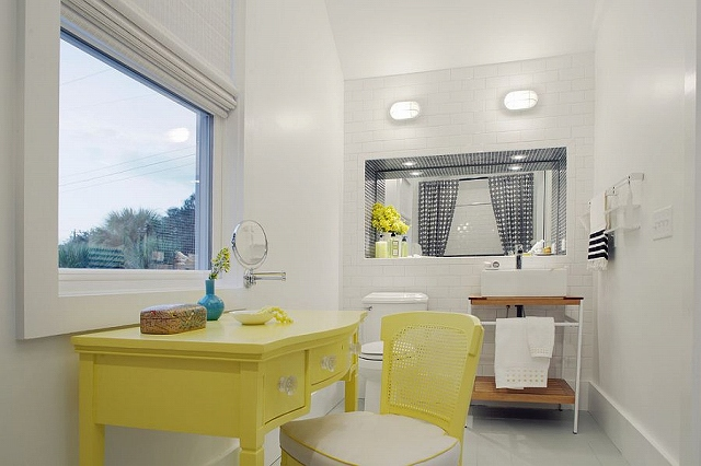 Beach-style-bathroom-with-pops-of-yellow_20150313070653b9a.jpg