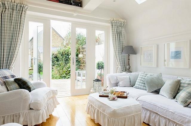 Beach-style-living-room-with-feminine-flair.jpg