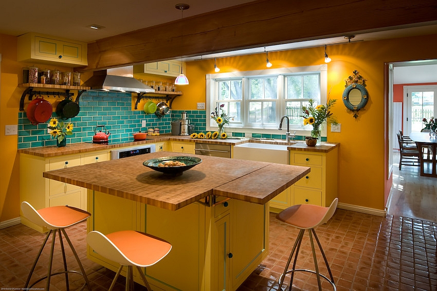 Beautiful-farmhouse-style-kitchen-in-yellow-and-blue.jpg