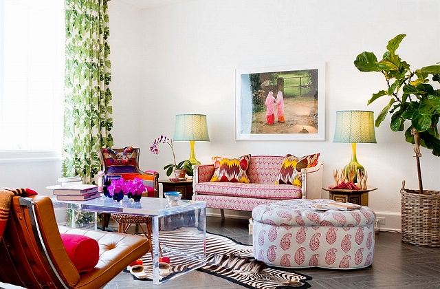 Bright-pops-of-color-enliven-the-chic-living-space.jpg