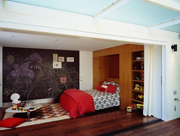 Chalkboard-wall-is-a-fun-addition-to-th-kids-bedroom.jpg