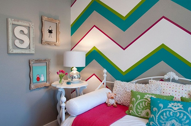 Chevron-patterns-add-both-color-and-class-to-the-kids-bedroom_2015031908231367c.jpg