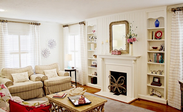 Chic-cottage-style-living-room-with-lovely-neutral-hues.jpg