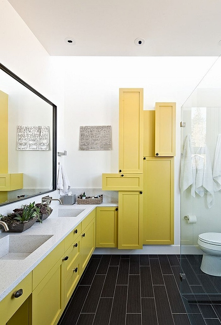 Contemporary-bathroom-with-fascinating-use-of-yellow-shelves_20150313070718535.jpg