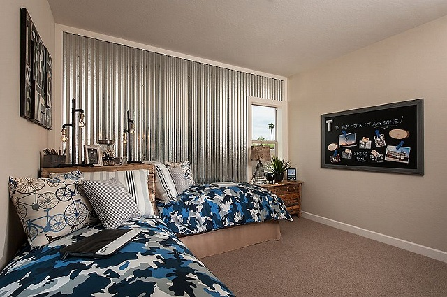 Corrugated-metal-wall-adds-an-interesting-visual-to-the-elegant-kids-bedroom_2015031908240544b.jpg
