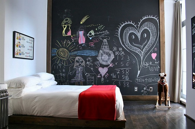 Eclectic-kids-bedroom-with-chalkboard-accent-wall_2015031908240876c.jpg