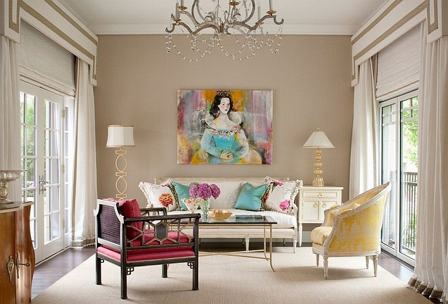 Exquisite-decor-pieces-and-classical-art-in-the-living-room.jpg