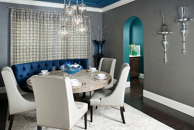 Interesting-use-of-gray-and-blue-in-the-dining-room.jpg