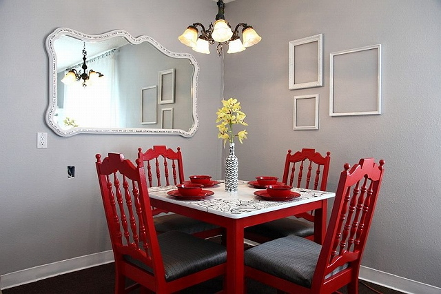Light-gray-and-red-make-a-brilliant-combination-in-this-traditional-dining-space.jpg