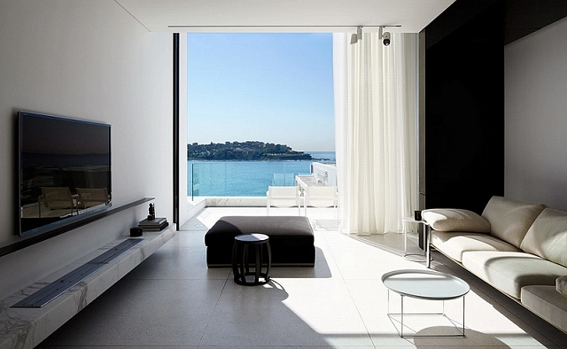 Living-room-of-stylish-Sydney-residence-lets-the-ocean-become-its-colorful-backdrop.jpg