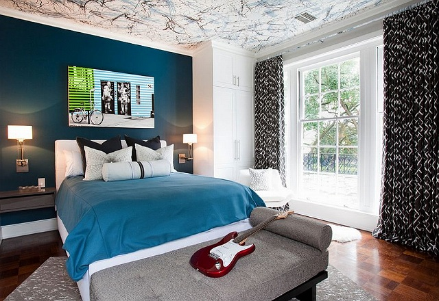 Posh-boys-bedroom-with-a-beautiful-blue-accent-wall-and-creative-ceiling_201503190823427eb.jpg