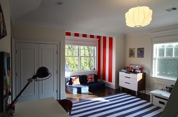Sitting-area-in-the-boys-bedroom-stands-out-thanks-to-the-red-and-white-stripes.jpg