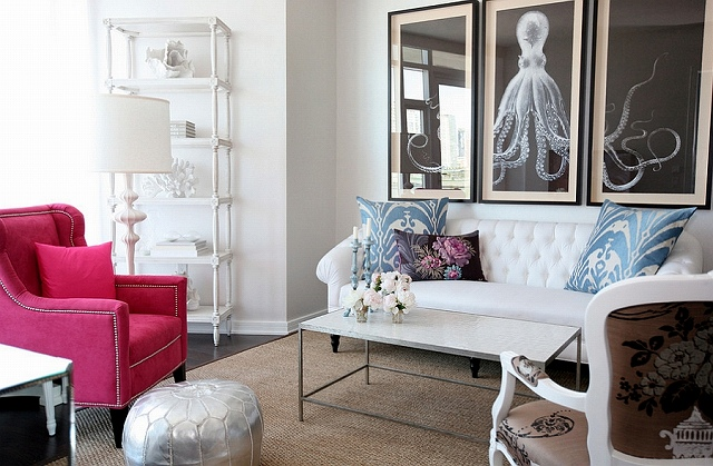 Small-apartment-living-room-with-a-feminine-vibe.jpg