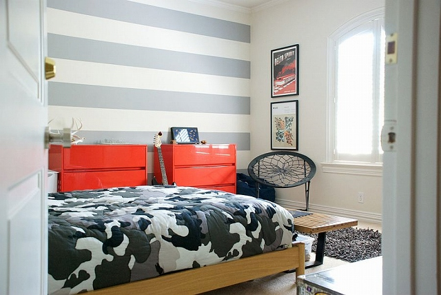 Trendy-stripes-in-the-tween-bedroom-shape-a-lovely-accent-wall_2015031908240307a.jpg