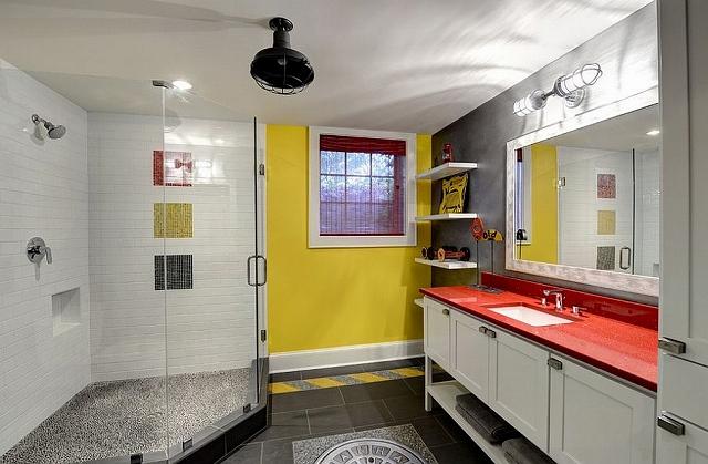 Yellow-brings-visual-brightness-to-the-posh-gray-bathroom_20150313070724af2.jpg