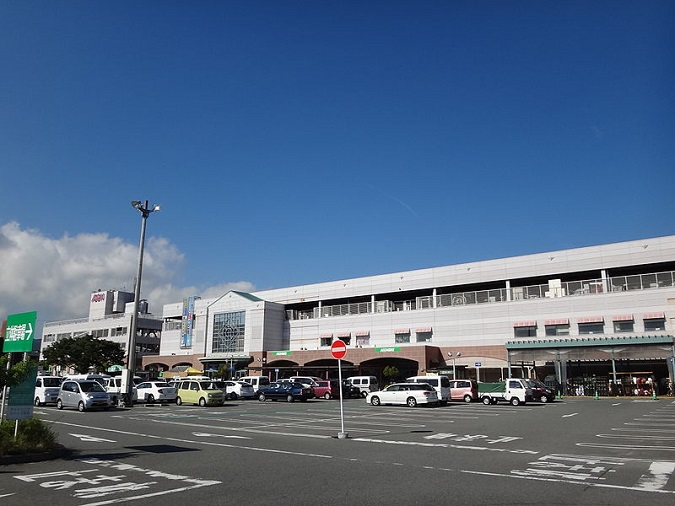 800px-AEON_Sumotoshop_Exterior.jpg