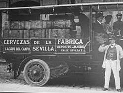 Cruzcampo_Vintage_Black_and_White_of_a_Beer_truck_in_Spain_circa_1920s.jpg