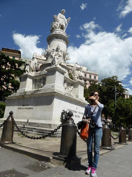 jコロンブス銅像前で
