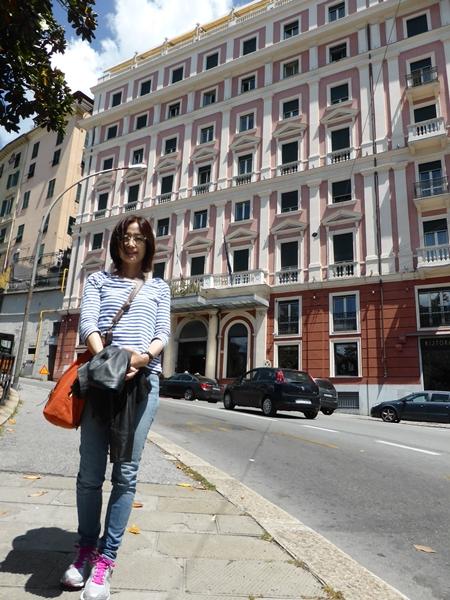 jサヴォイアホテルの前で