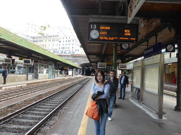 jサンタルチア駅ホームにて