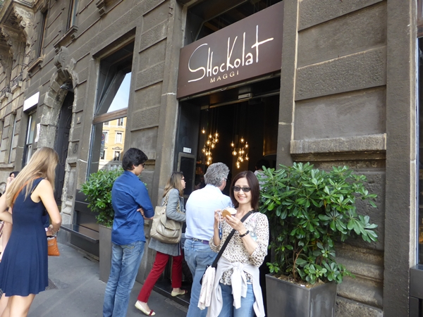 mミラノのチョコレート屋さんでアイス買う