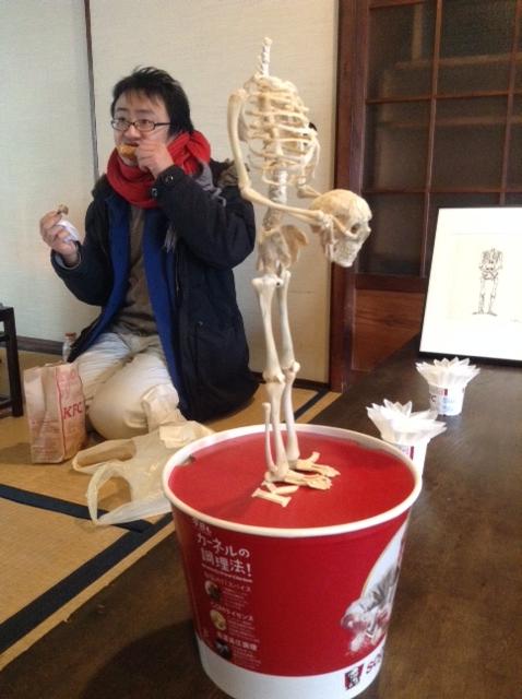 2015フライドチキンを食べる祐源さん