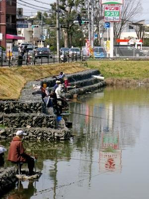 近所の池釣り1503