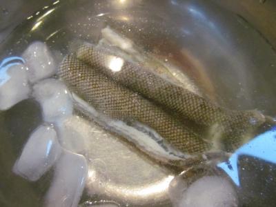 湯引きして氷水1