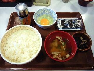 150615_3212すき家「たまごかけごはん朝食」220円VGA