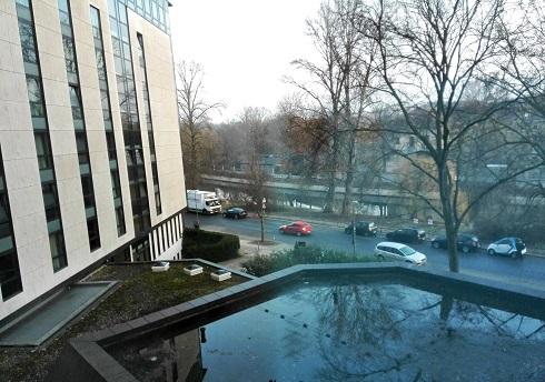 5 ホテルの室の窓からの景色