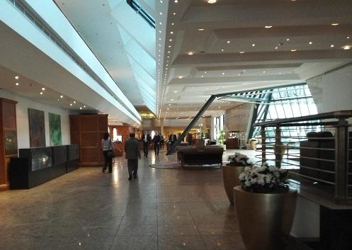 4 インターコンチネンタルホテル ベルリン・ロビー
