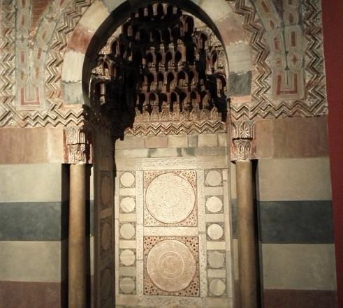 21 イスラム美術の展示品