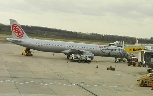 6 ニキ航空機