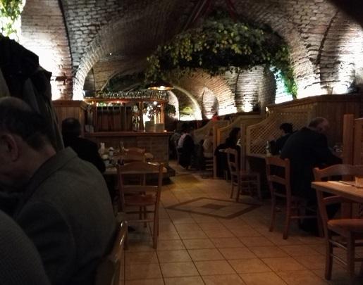 10 醸造所 地下のレストラン