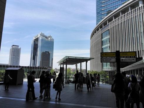 1 グランテロント大阪・入口